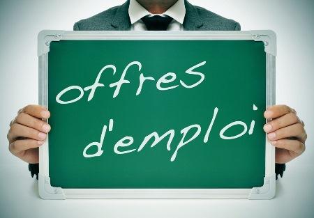 Tableau vers sur lequel est inscrit Offres d'emploi